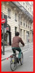 cycliste mal placé sens interdit