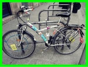 vélo bien stationné